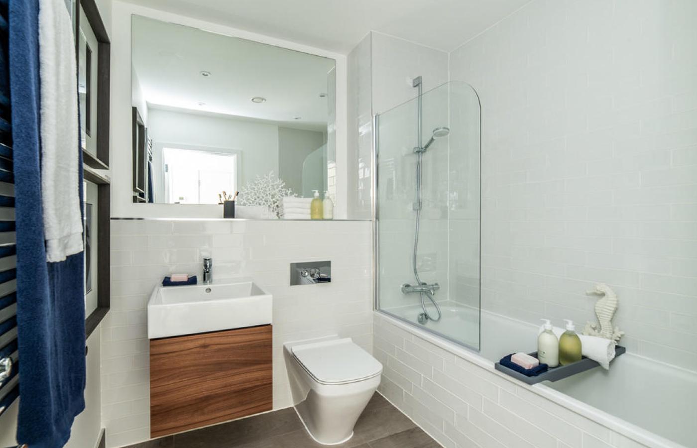 luxury apartment nottingham trent bridge quays bathroom