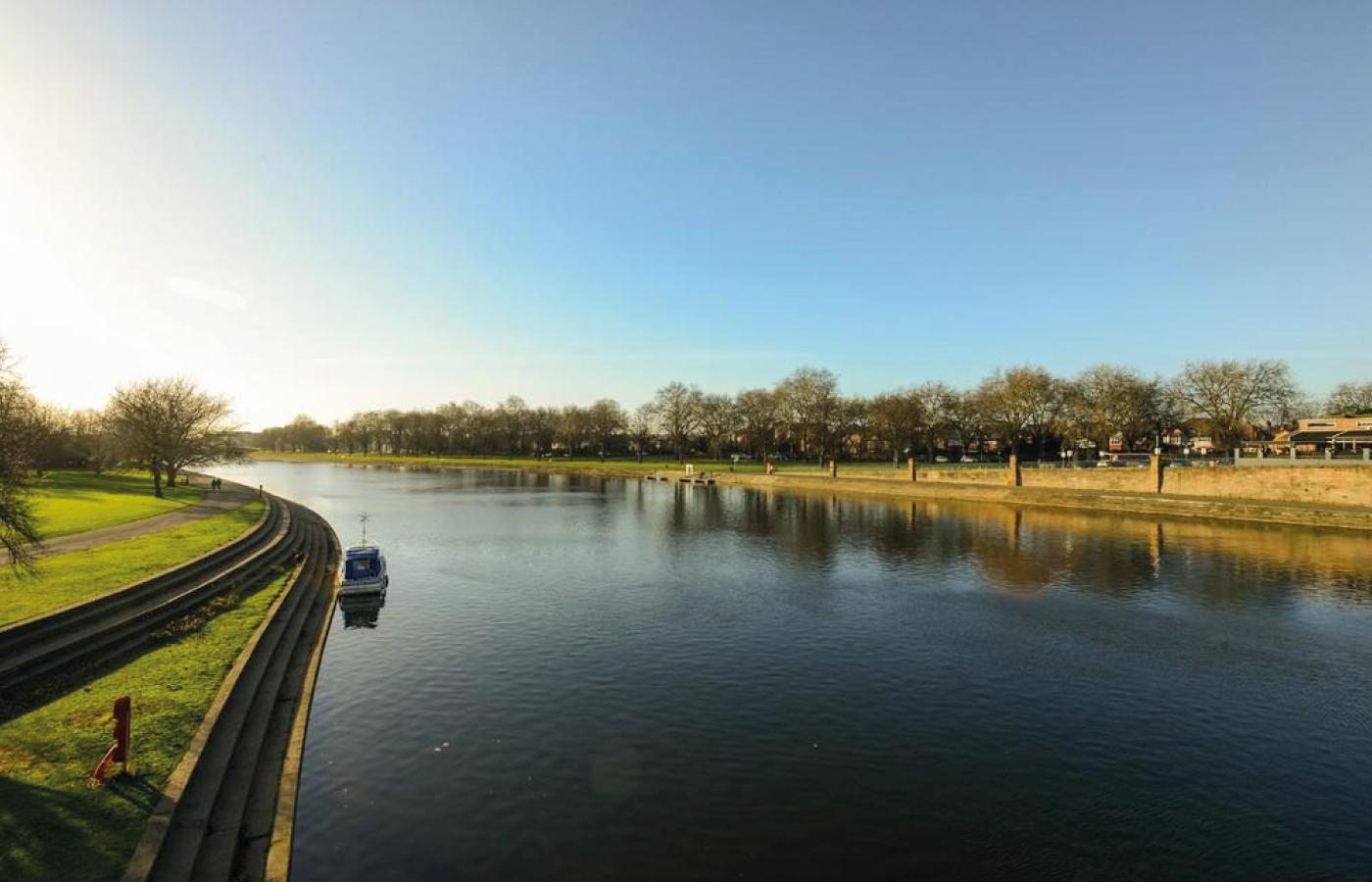 luxury waterside living at nottingham