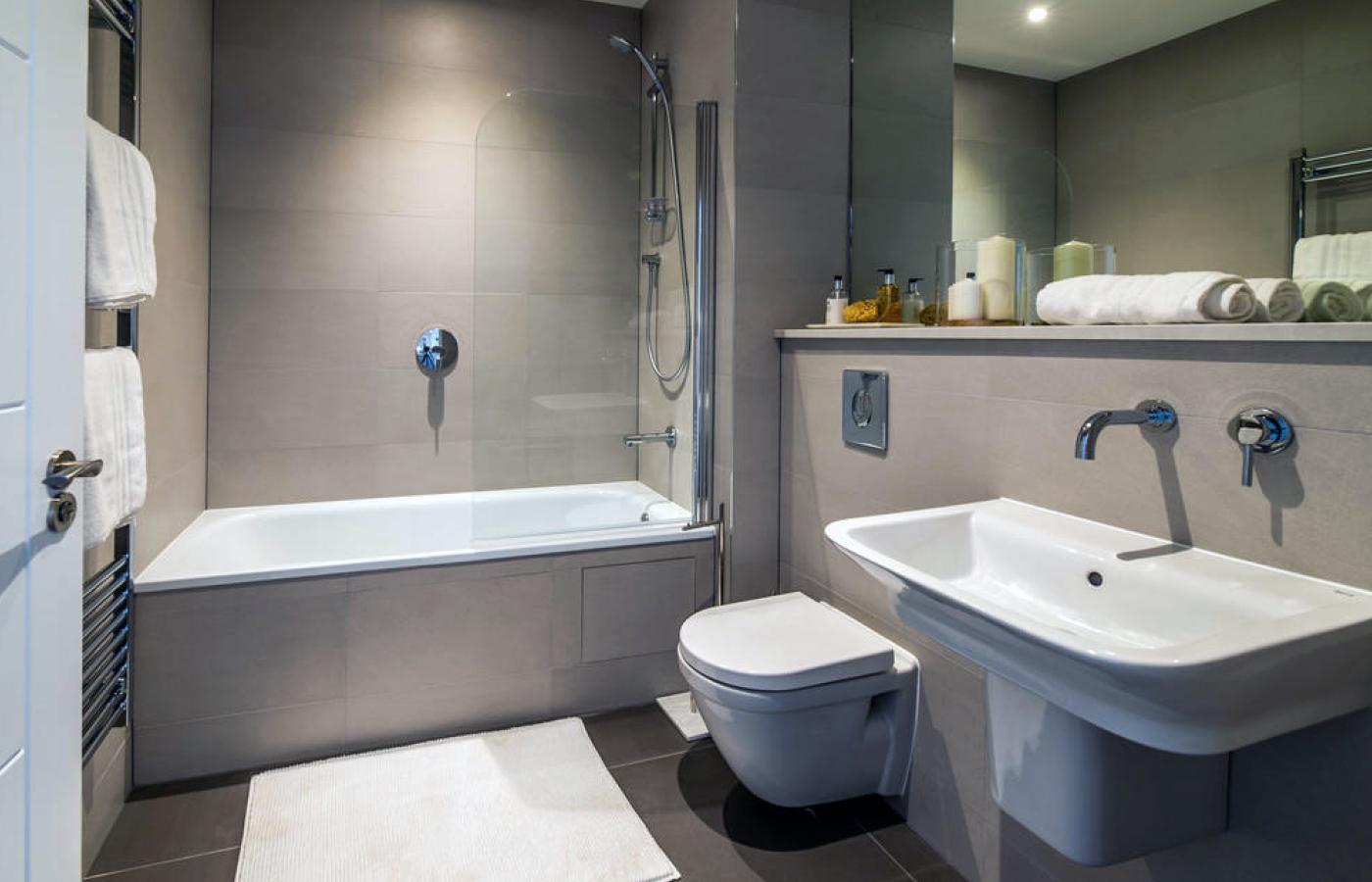 luxury apartment nottingham the waterside bathroom